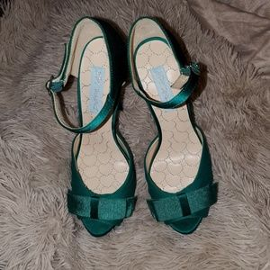 Betsey Johnson Pouf satin platform sandals sz 7.5